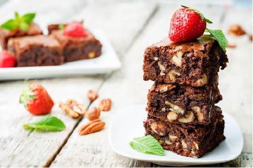 Rețetă Brownie cu nuci Pecan și glazură de ciocolată